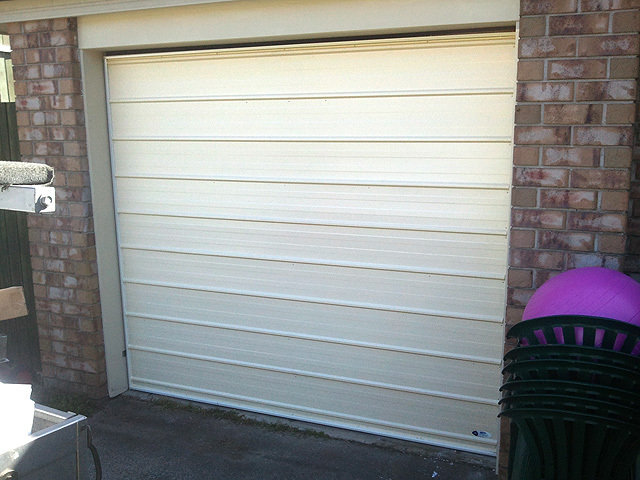 Modern standard tilt door